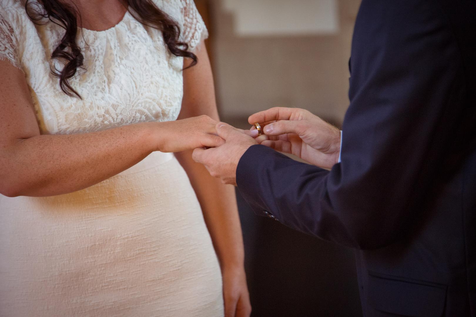 Eheringe anstecken Hochzeitsfotograf Mattin Ott Köln