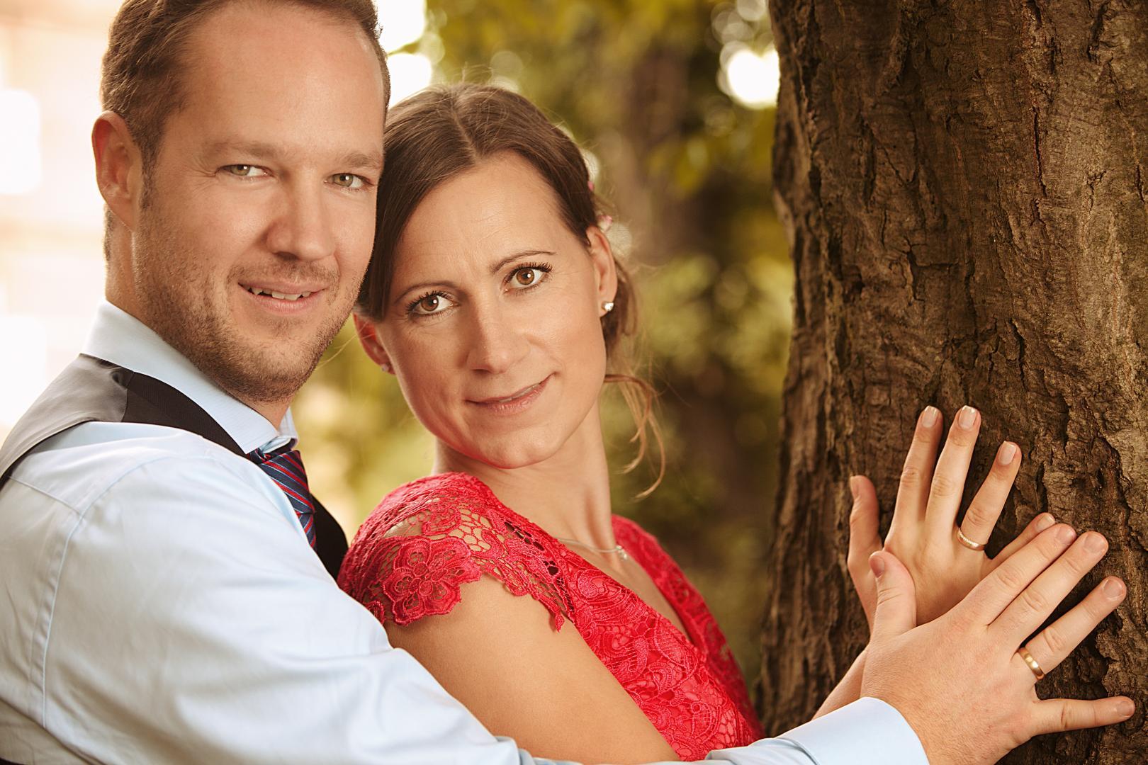 Brautpaar Braut mit rotem Kleid Hochzeitsfotograf Mattin Ott Köln