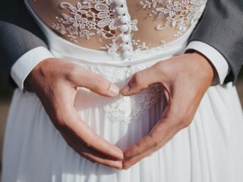 Herz aus Händen - Hochzeitsfotograf Köln Mattin Ott